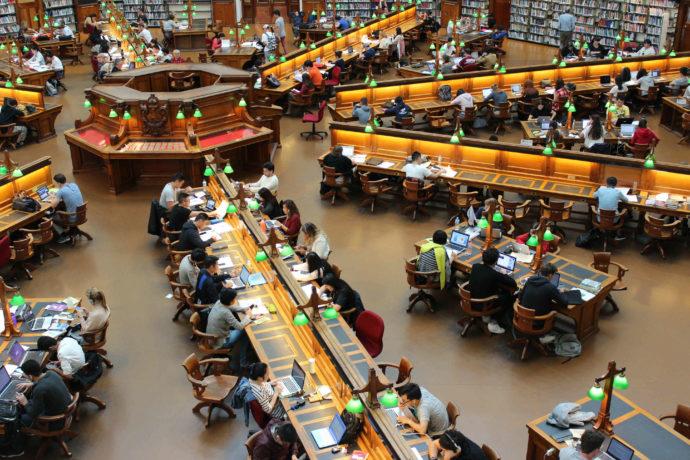 biblioteca-estudantes