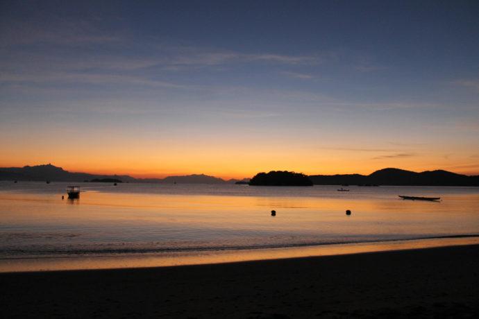 nascer do sol na praia do jabaquara