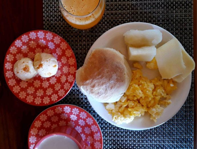 café da manhã da pousada tatu feliz