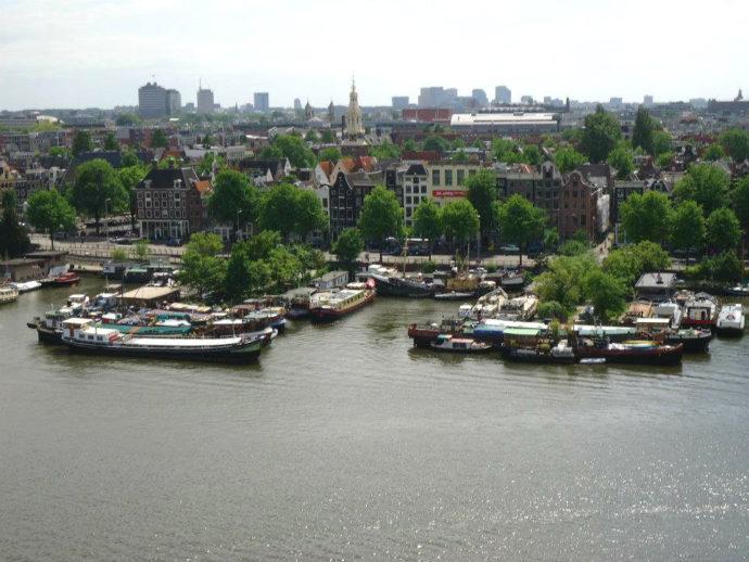 vista da biblioteca em amsterdam