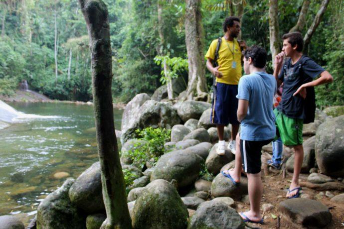 trilha pelas cachoeiras em paraty