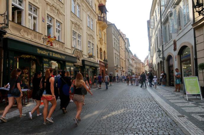 rua na old town em praga
