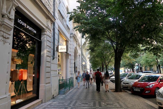 rua de paris em praga
