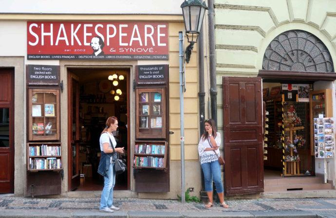 fachada da livraria shakespeare and sons