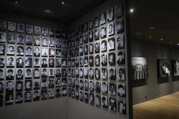 exposição sobre o massacre de srebrenica