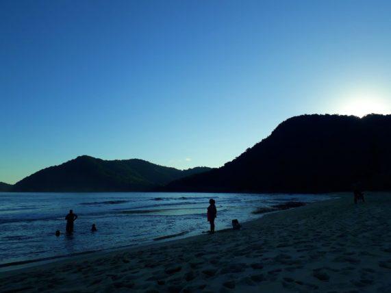 fim da tarde na praia do sono