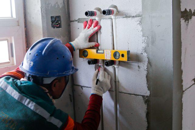 voluntário em construção