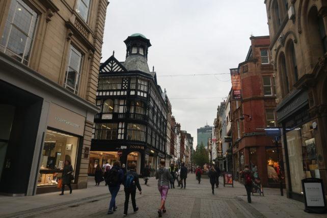 o que fazer em manchester - rua no centro da cidade