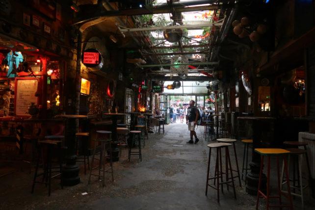 szimpla ruin bar