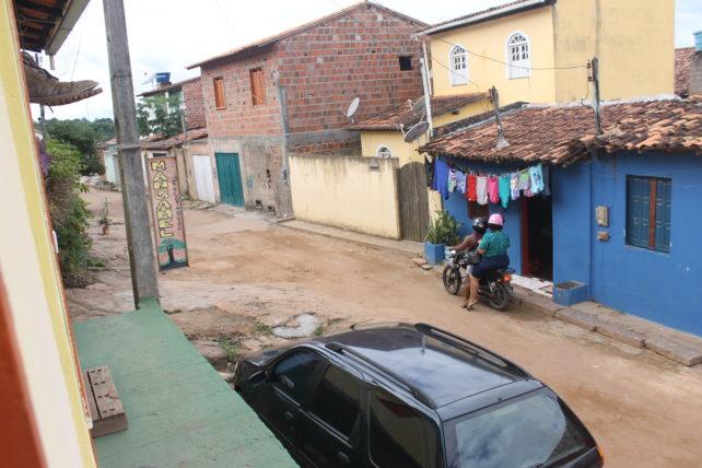 rua em frente à pousada casa mangamel