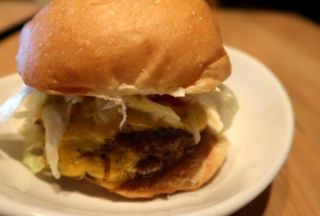 hambúrguer da hiho em santa monica