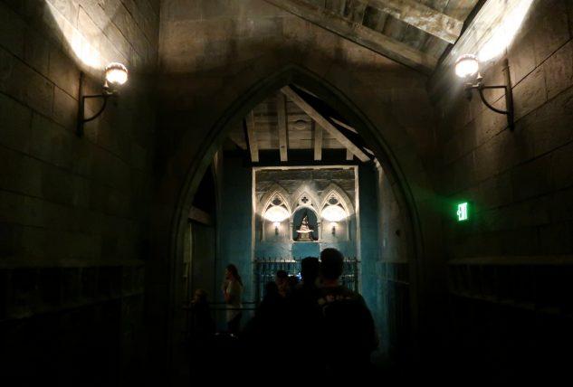 fila para brinquedo no castelo de hogwarts