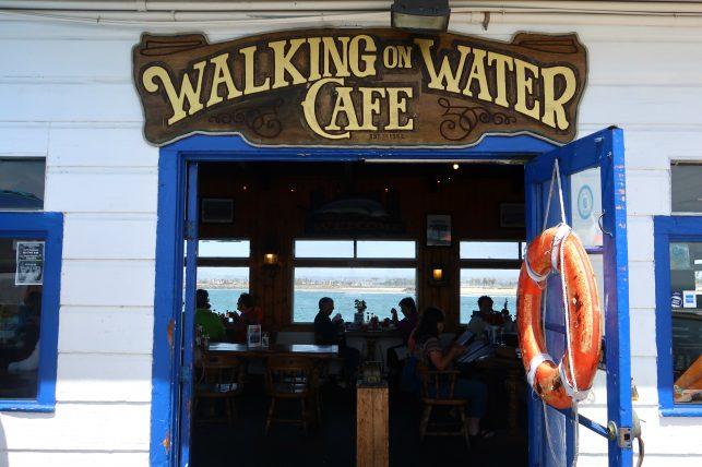 cafeteria no pier de ocean beach, uma das principais praias de san diego