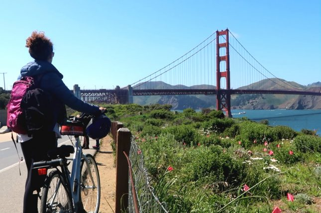 bicicleta e golden gate bridge ao fundo
