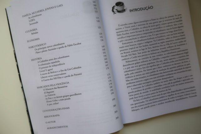 livro os colombianos, da editora contexto
