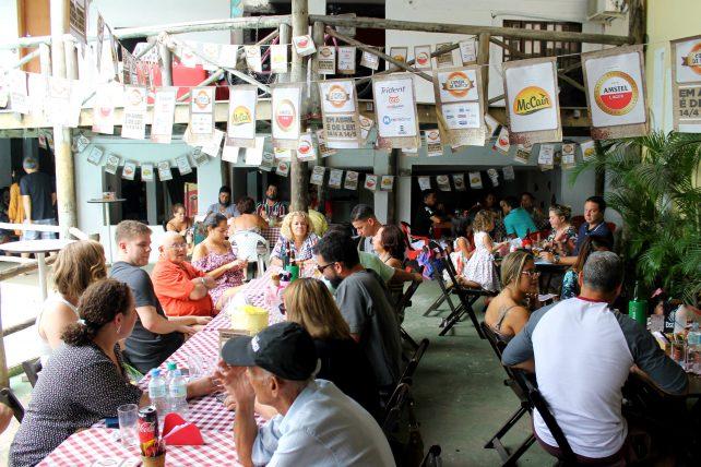 cais bar na ilha da gigoia