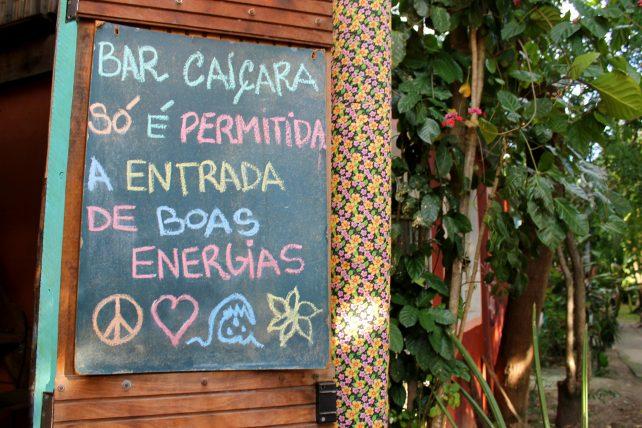 placa no bar caiçara na ilha da gigoia