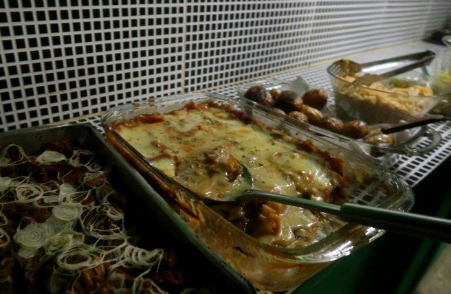 jantar em casa de nativo