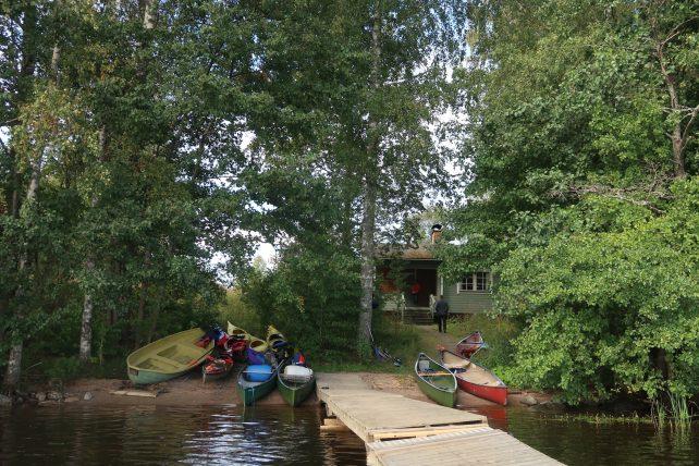 cabana no lago saimaa na finlândia
