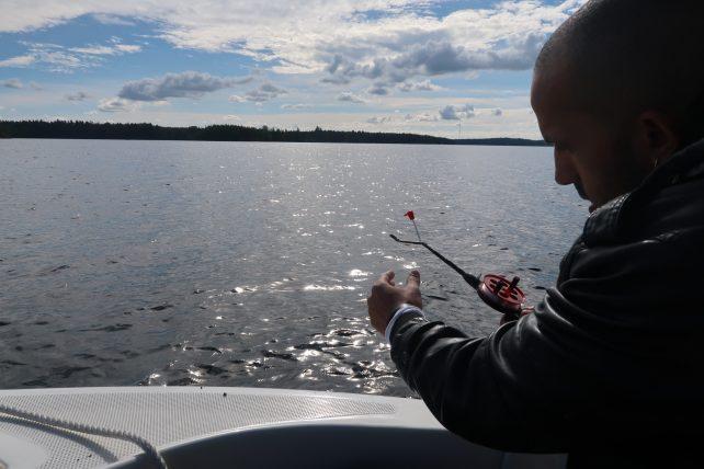 pescando no lago saimaa