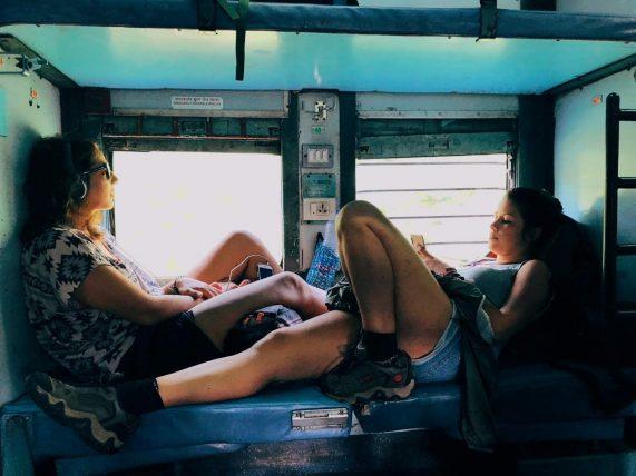 viagem de trem pela índia