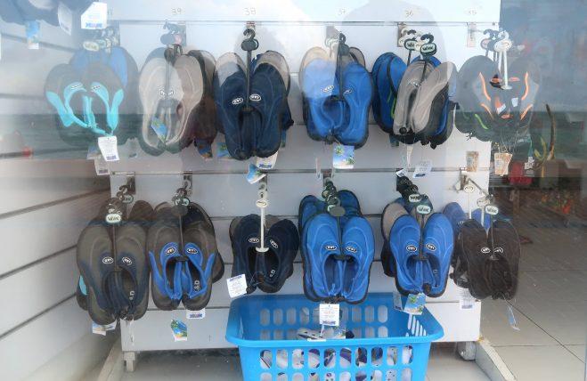 sapatos aquáticos