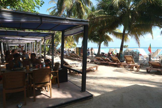 bar na praia cocoplum