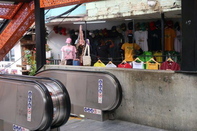 loja de souvenirs na comuna 13