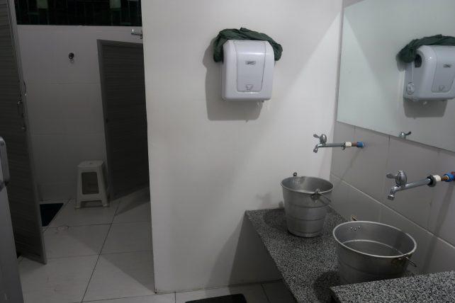 banheiro no local hostel em manaus