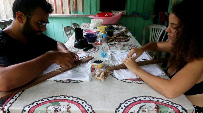 oficina de artesanato na Amazônia