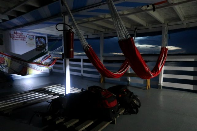 a volta de barco noturno para manaus