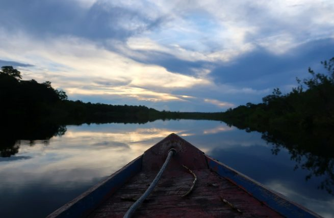 barco na amazônia