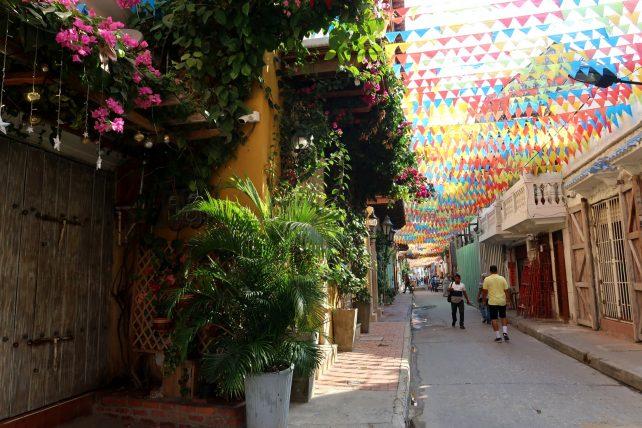 rua simpática perto do meu hotel em Getsemaní