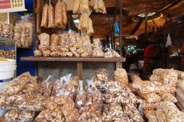 quanto custa viajar para belém - castanhas no mercado