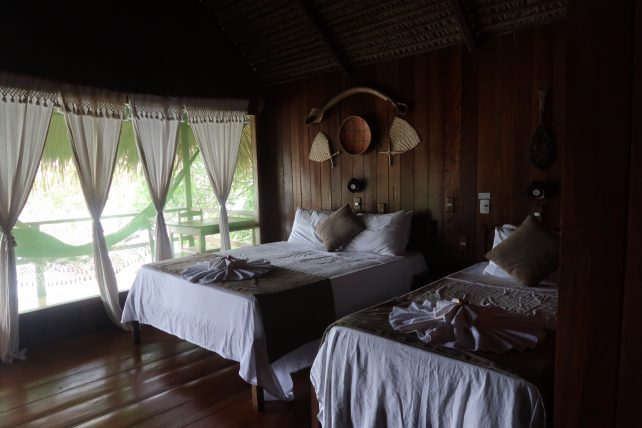 quarto do hotel de selva na amazônia
