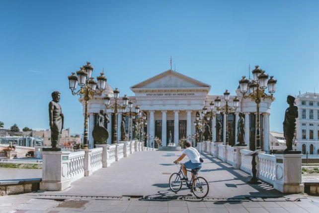 usando bicicleta na viagem