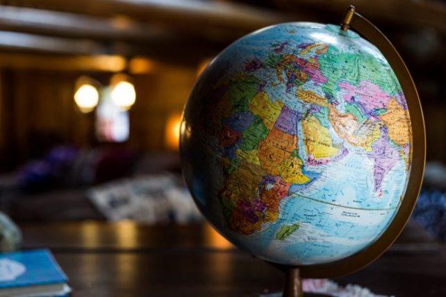 descolonizar o turismo