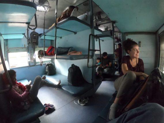 viajando em um trem na índia