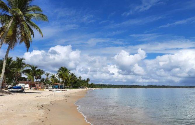 praia mais tranquila em coroa vermelha