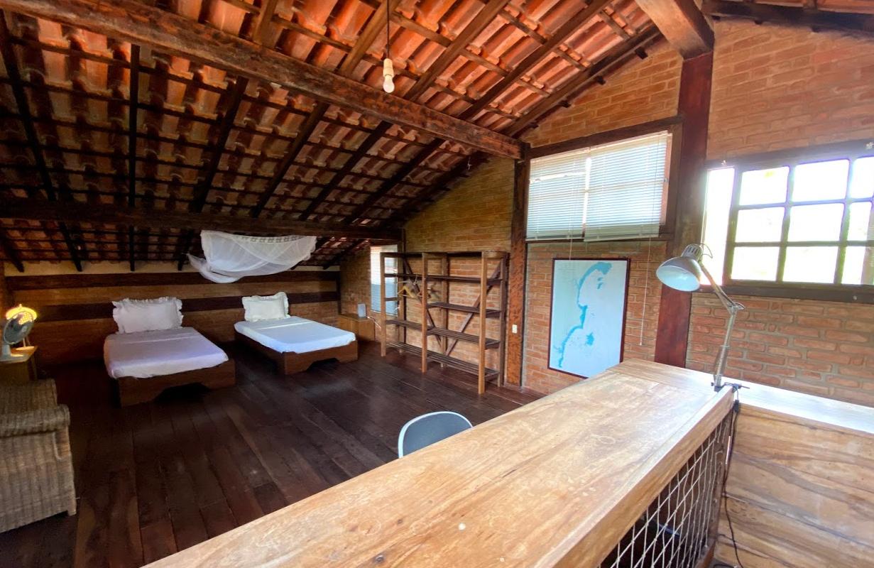 quarto no primeiro andar do casarão do sítio porto taigun