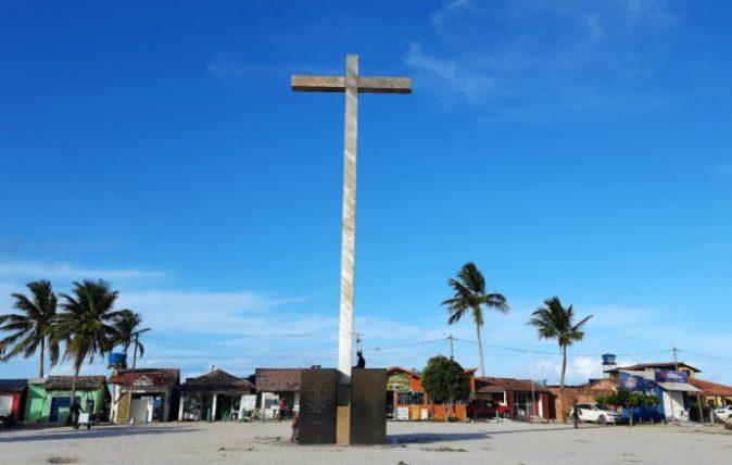 cruz da primeira missa em coroa vermelha, na costa do descobrimento