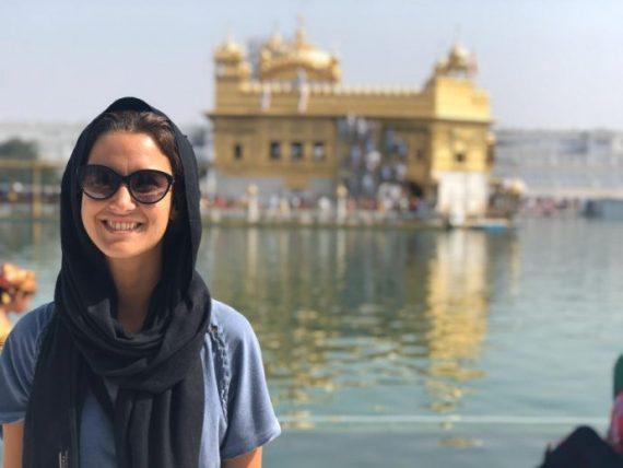 babi cady viajando sozinha na índia